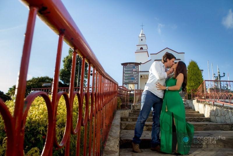 sesion-de-fotos-para-parejas-monserrate-fotografias-pre-boda-post-boda-cerro-de-monserrate-fotos-de-novios