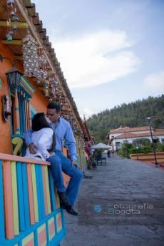 sesion-de-fotos-pueblito-boyacense-fotografias-de-parejas-romanticas-arquitectura