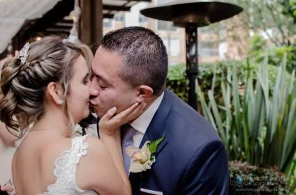 fotografias-de-bodas-hotel-101-park-besos-romanticos