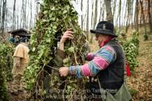 """Satriano di Lucania (PZ), sabato 1 marzo; preparazione dei """"Romiti"""" nel bosco Spera"""