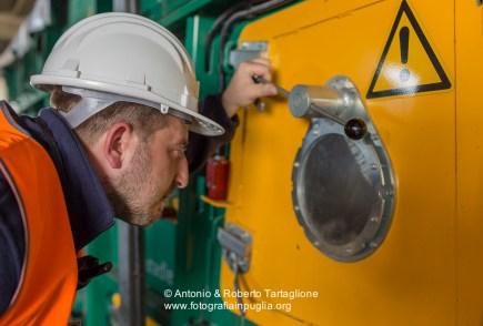 Al lavoro nella RecSel (Taranto), azienda che iopera nel settore della separazione dei RSU.