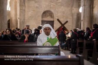 Bisceglie (BT), Processione del Cristo Portacroce, una delle due Processioni che si svolgono dopo la Cerimonia dell'Incontro davanti al Calvario (Piazza Vittorio Emanuele II). Anno 2016