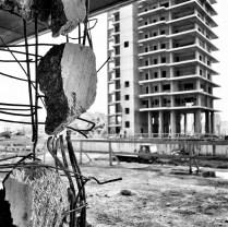Il cantiere della demolizione di Punta Perotti, il giorno prima dell'esplosione