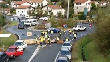Los 'chalecos amarillos' franceses cortan la frontera de Biriatou