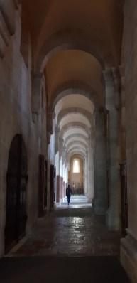 Blick in das romanische Seitenschiff