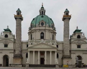 Karlskirche, Hauptfront