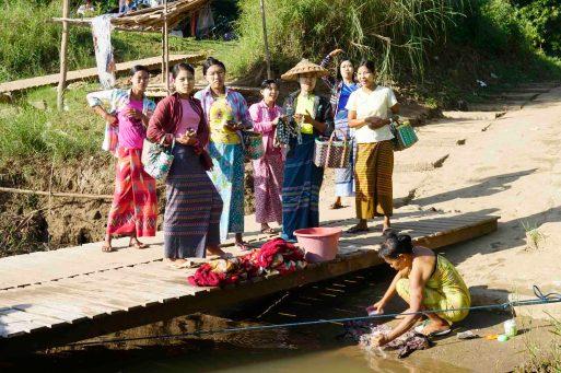 Frauen am Fluß