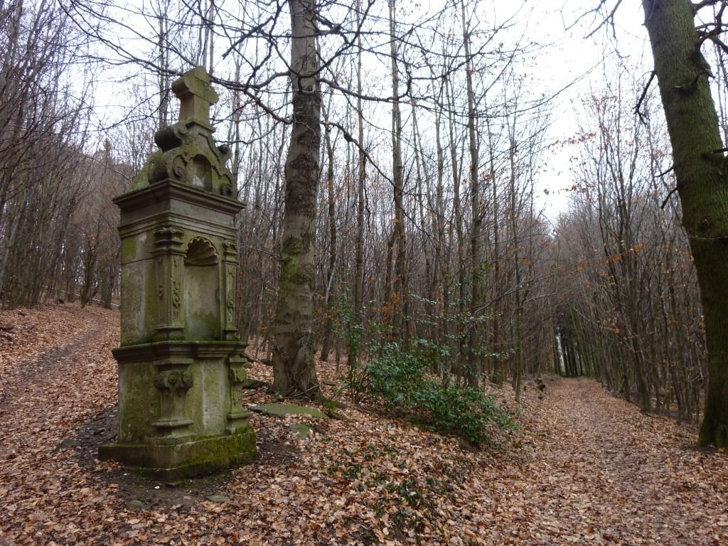 Wegkreuz - Durch das Nachtigallental im Siebengebirge