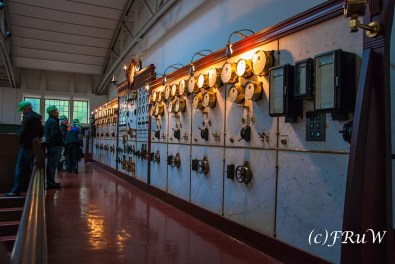 Führung durch die Technikräume Leitwarte zur Steuerung der Generatoren