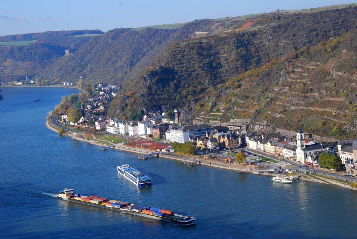 Der tiefblaue Rhein- Wanderschnecken auf dem Rheinburgenweg