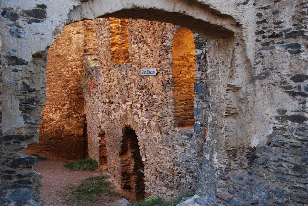 Ruine Burg Rheinfels - Wanderschnecken auf dem Rheinburgenweg