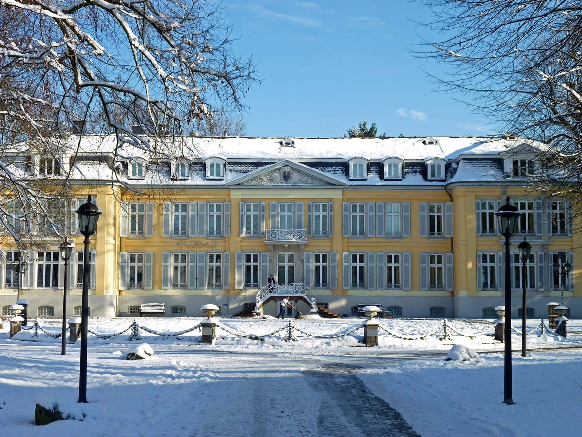Schloss Morsbroich Vollansicht - Winterliches Leverkusen