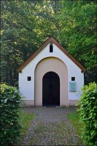 2001 wurde die Wiedererrichtung der Kapelle des verschwundenen Tester Hofes gefeiert