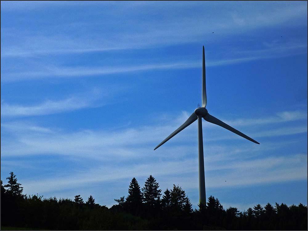 Eines der Windräder im Felderbachtal in der Elfringhauser Schweiz