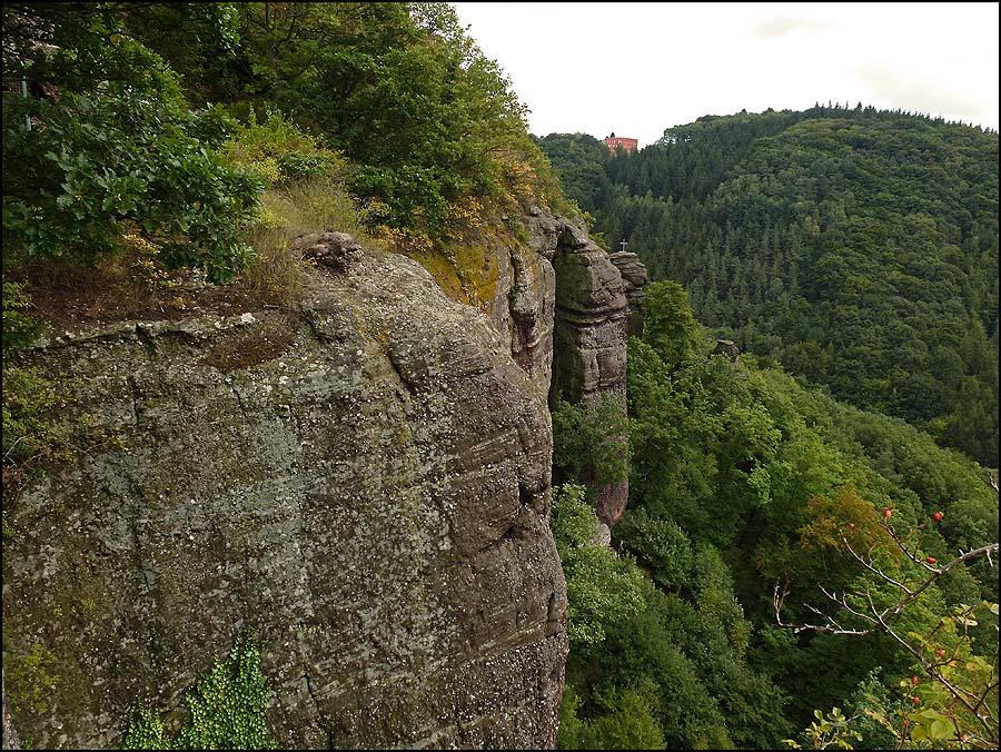 Aber meine Reise an den bunten Steinen entlang ist noch nicht vorbei, Unterhalb der Burg führt der Weg