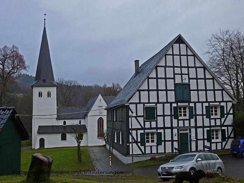 Kirche in Bergneustadt-Wiedenest - FEuer und FLamme