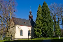 Kapelle des Heiligen Petrus auf dem Petersberg, sie wurde 1763 errichtet und 1764 als Wallfahrtskirche geweiht. Von Mai bis September findet an jedem ersten Sonntag im Monat hier um 10 Uhr eine Messe statt.