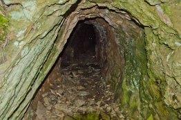 Eine Erzgrube, die den Betreibern kein Glück brachte - Bestandteil des Felsen,Fässer, Fachwerk Weges