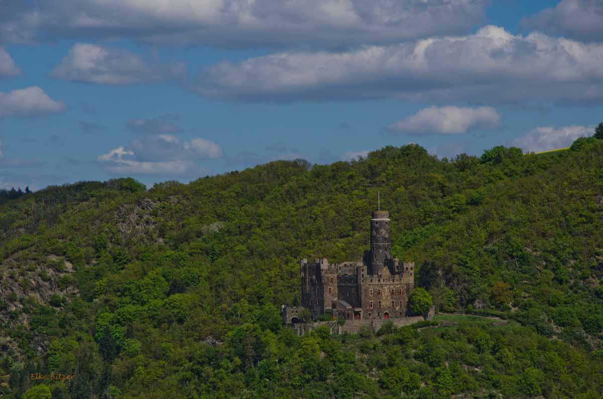 Burg Katz auf der anderen Rheinsteit, gleich gegenüber von Burg Rheinfels und somit St. Goar