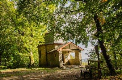 Liborius Kapelle! Nachdem zwei Vorgängerbauten durch Verfall und Krieg zerstört wurden, enstand am gleichen Ort 1951 diese Kapelle mit einem schönen Innenleben