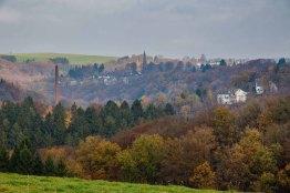 Im Dunst erblickt man Keilbeck, das ebenfalls zu Radevormwald gehört.