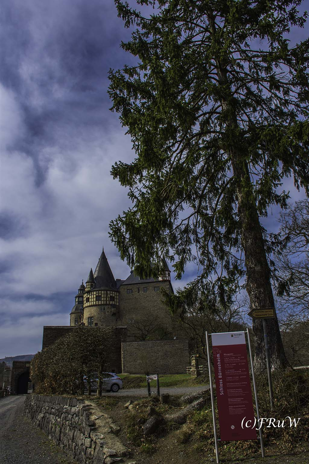 Kleine Runde am Schloss Bürresheim