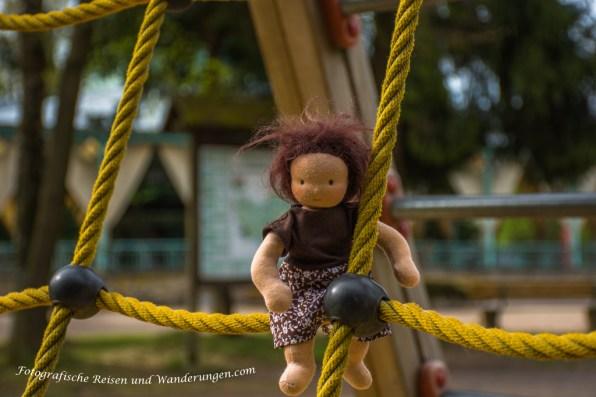 Klettern kann sie auch (Rivkah Puppen)
