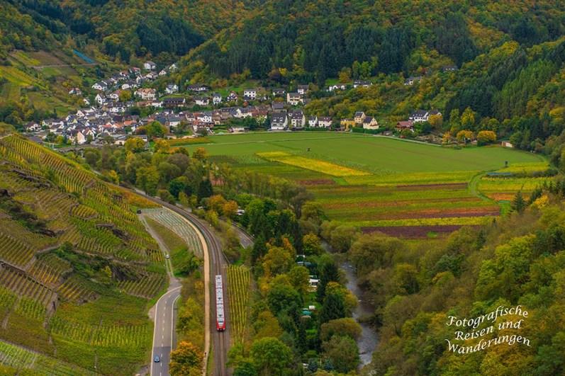 Die Bahn fährt durch´s Ahrtal