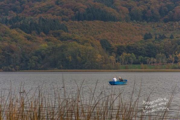 Paddeln und Treten per Boot auf dem Laacher See