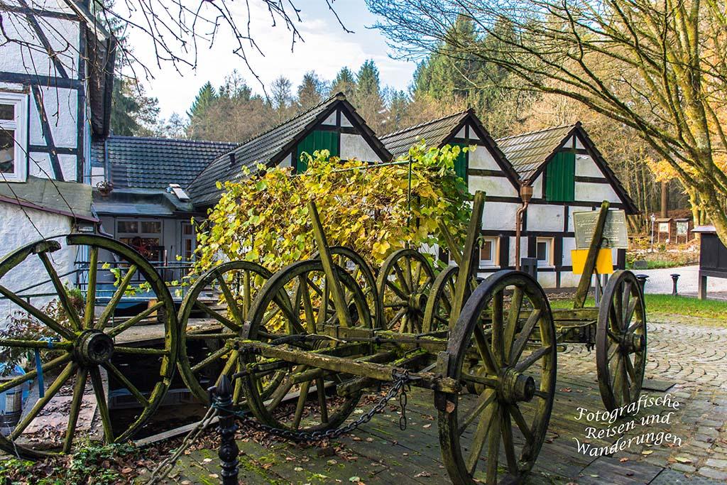 Die historische Holstein´s Muehle, , alte Holzwagen