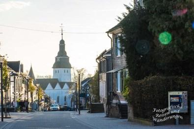 Blick auf die Kirche in Nümbrecht - Hauptstraße