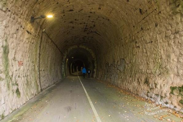 Tunnel in Hausen - Nette Schieferpfad