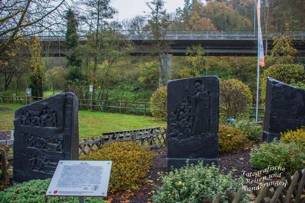 Gleich hinter der historischen Brücke über die Nette in Trimbs