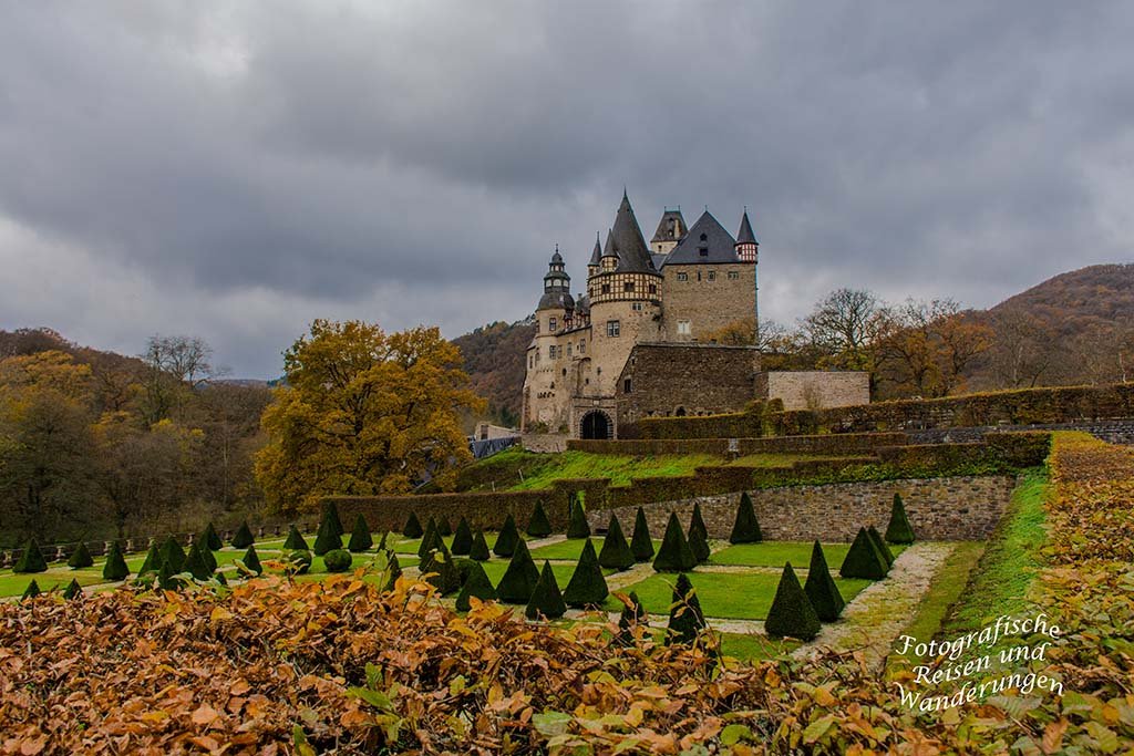 Schloss Bürresheim im Herbst