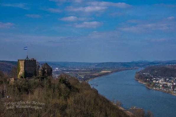 Burg Rheineck mit Blick auf das Mittelrheintal