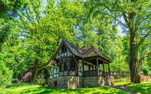 Spatzenhaus auf dem Gelände der Villa Hügel