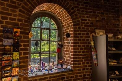 Fenster aus dem Innenraum des Museums zur Vorgeschichte des Films