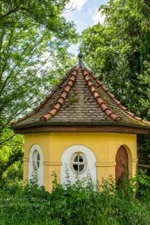 Kapellen artiges Häuschen vor der Klosterschenke Schelzberg