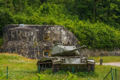 Panzer am FORT D'EBEN EMAEL