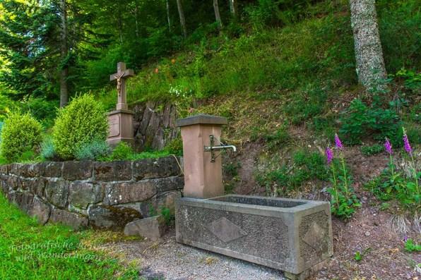 Brunnen mit Gedenkstelle