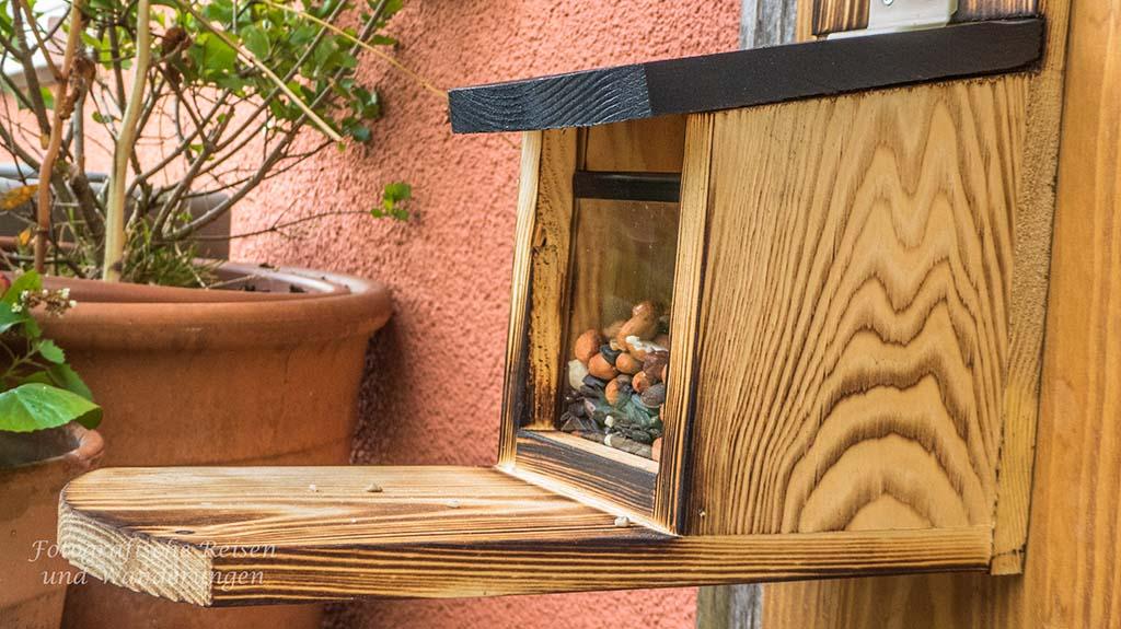Futterplätze und Nistkästen auf dem Balkon