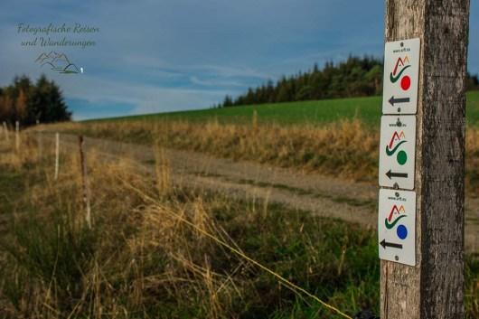 Wegezeichen der drei lokalen Wanderwege Arft