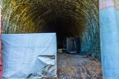 Komische Anhänger im Tunnel - Gruselfaktor