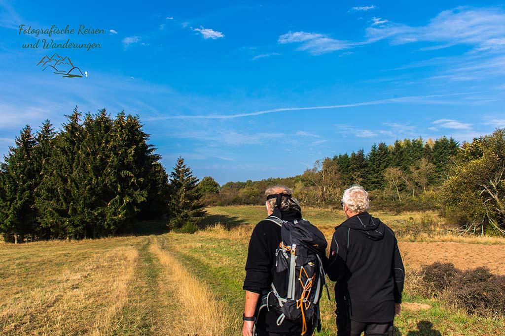 Winni und Gerhard auf Wiesenwegen