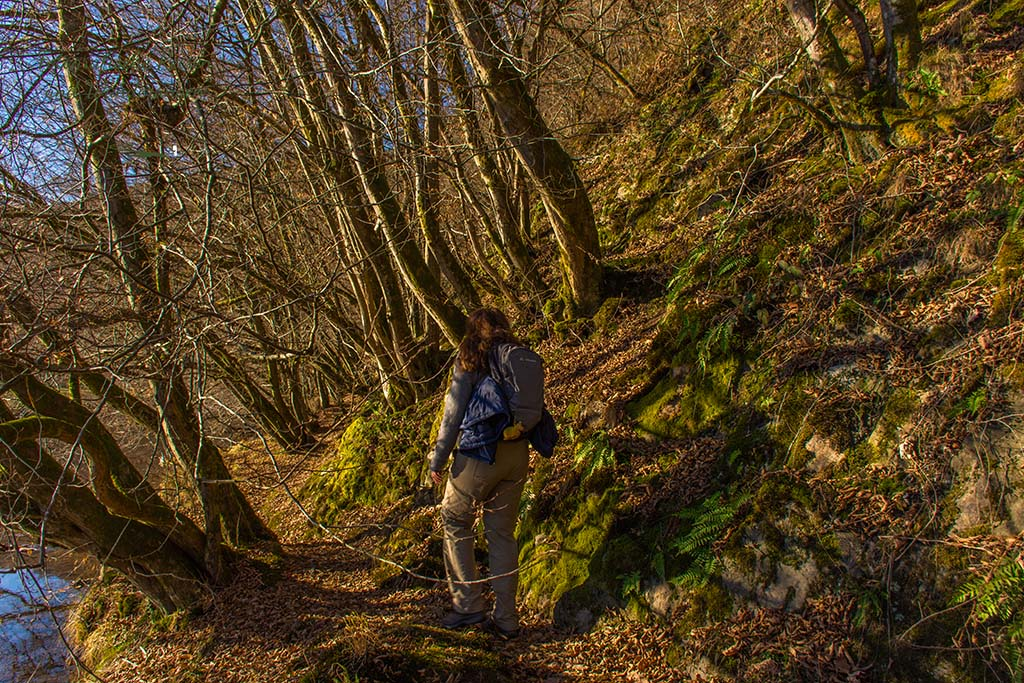 Schmale Felsenpfade