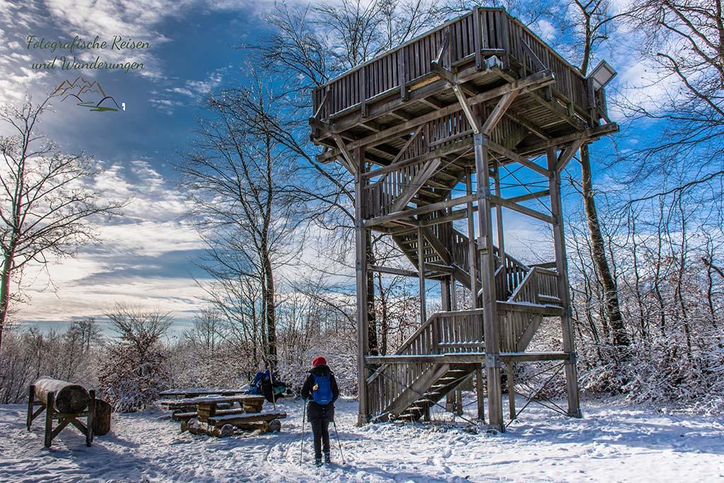 Der Aussichtsturm in der Nähe von Kaiser Karls Bettstatt
