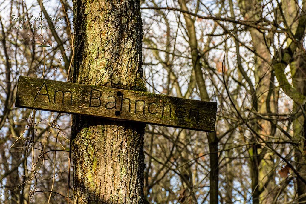 Nette Wegebezeichnungen hier in der Wahner Heide - Am Bähnchen