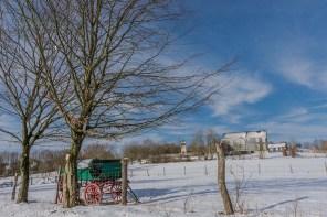Wiese mit Wassertank Schneelandschaft Freilichtmuseum Lindlar