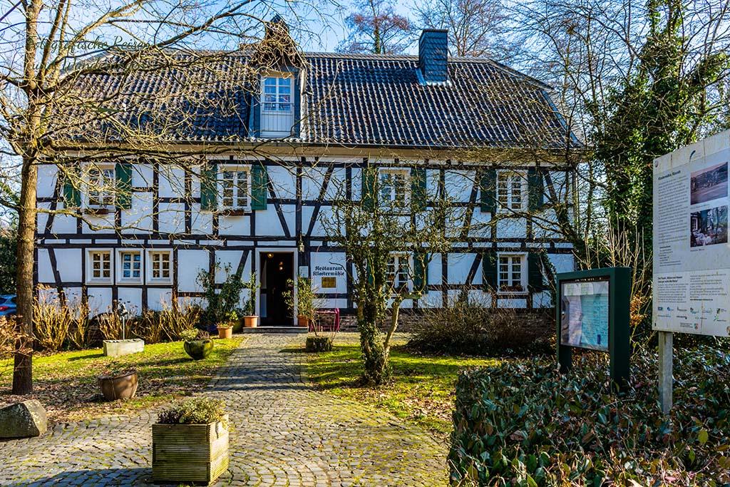 Restaurant Klostermühle hinter dem Schloss Eulenbroich