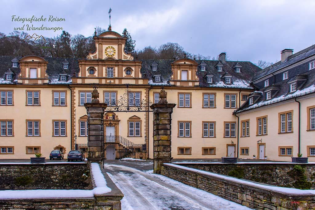 Wandern in der Bergische Schweiz - Schloss Ehreshoven in Engelskirchen